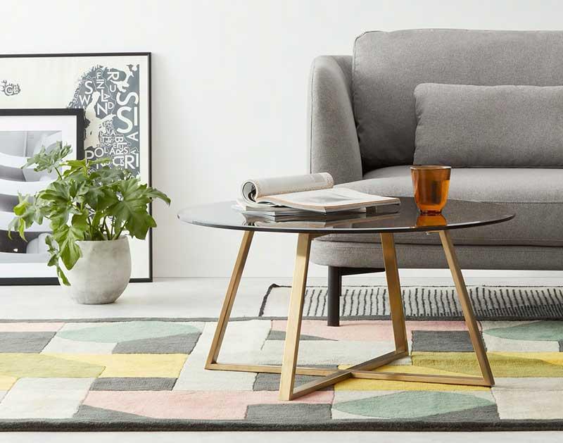 Table basse ronde en métal avec plateau en verre