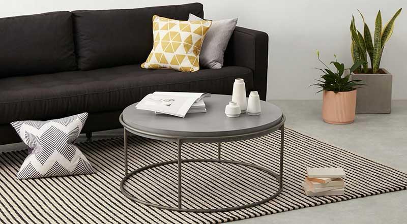 Table basse ronde en métal et béton