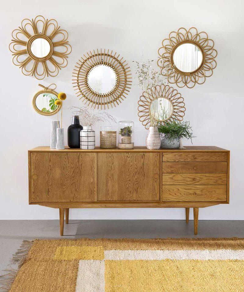 Accumulation de miroirs ronds en rotin