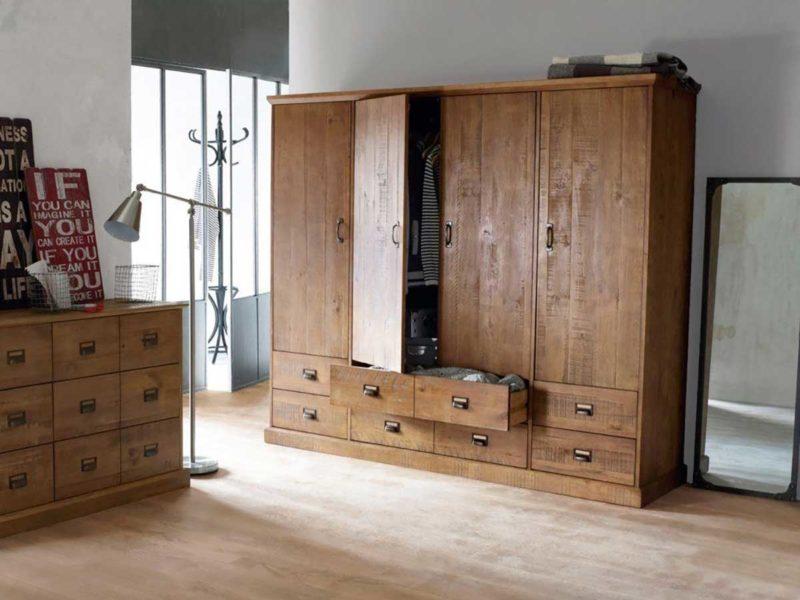 Armoire industrielle vintage en bois