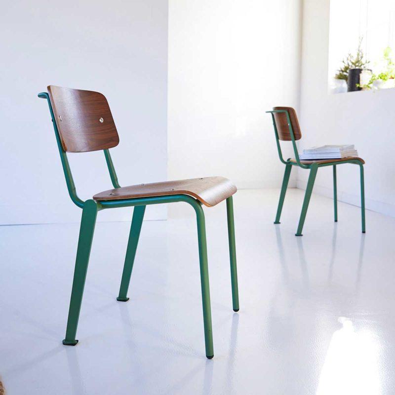 Chaise vintage en métal vert et bois