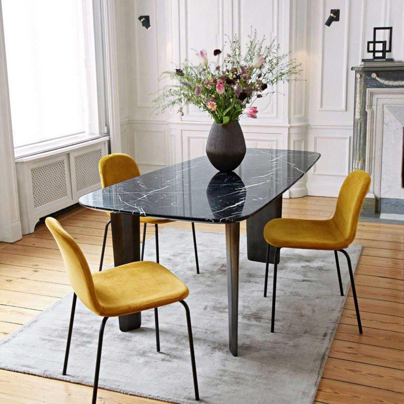 Chaise vintage jaune en velours