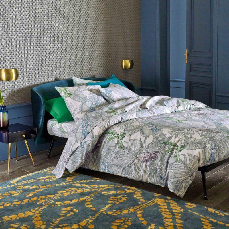 Chambre avec chevet vintage bleu