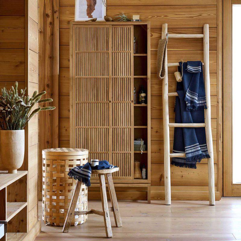 Style bois flotté pour cette échelle porte-serviettes