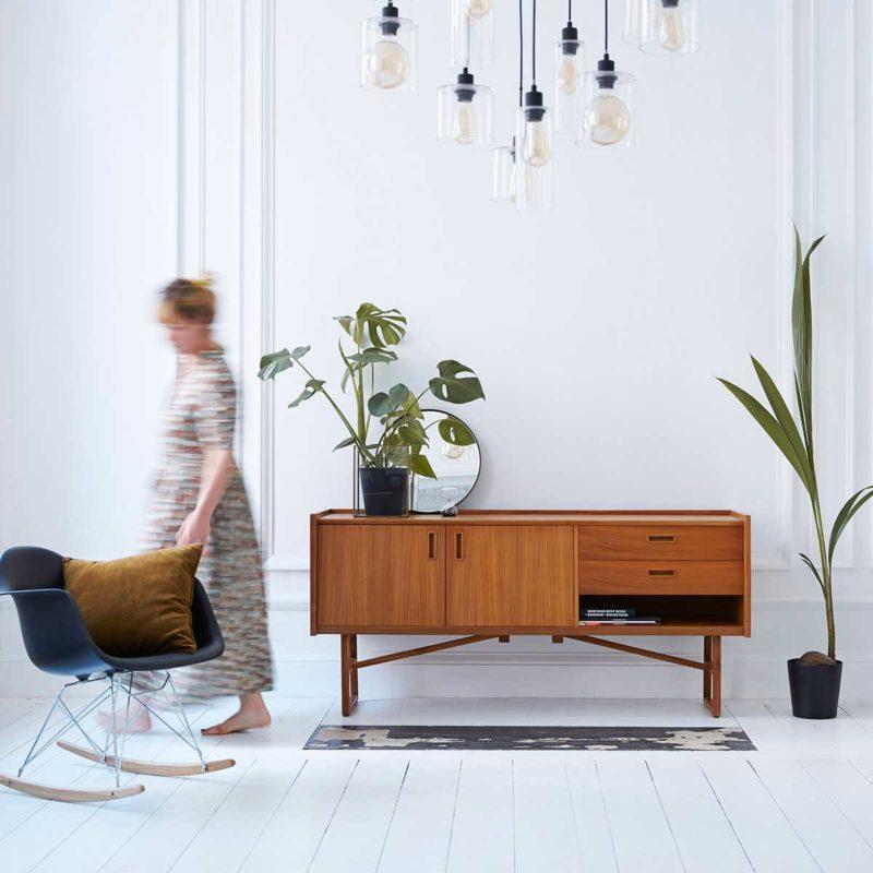 Enfilade scandinave utilisée en meuble TV