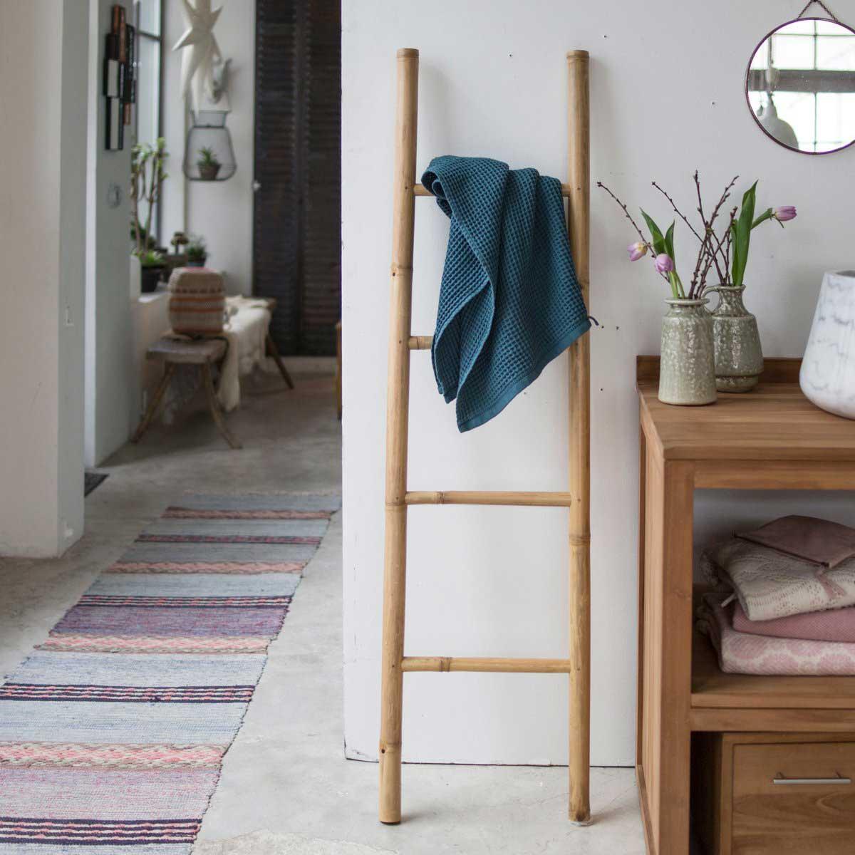 Échelle porte-serviettes : 23 modèles pour la salle de bains