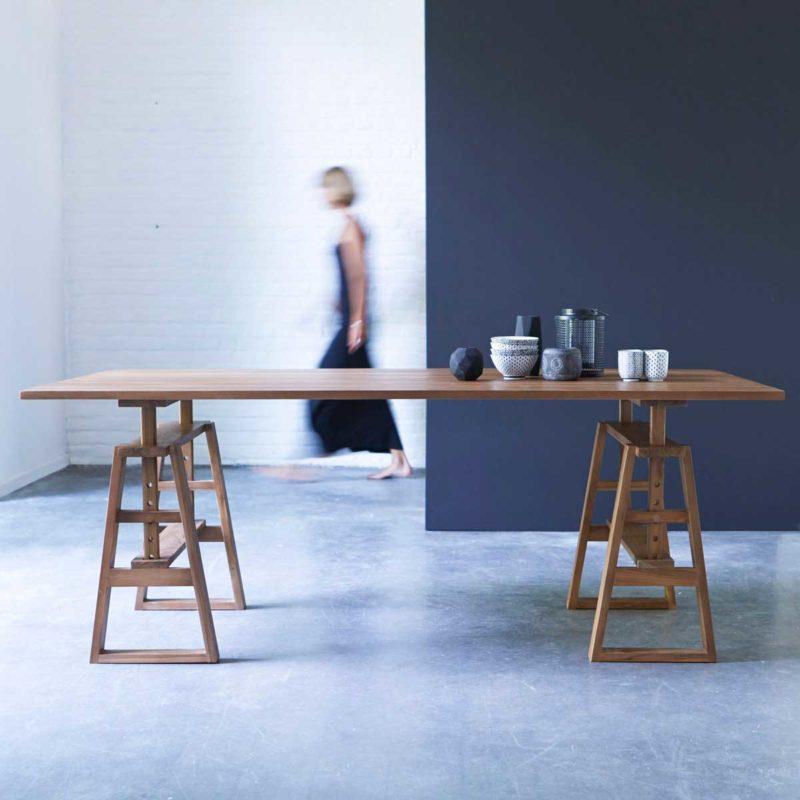 Table atypique avec tréteaux