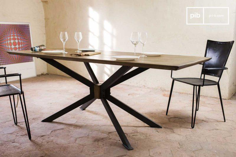 Table avec pied atypique en métal