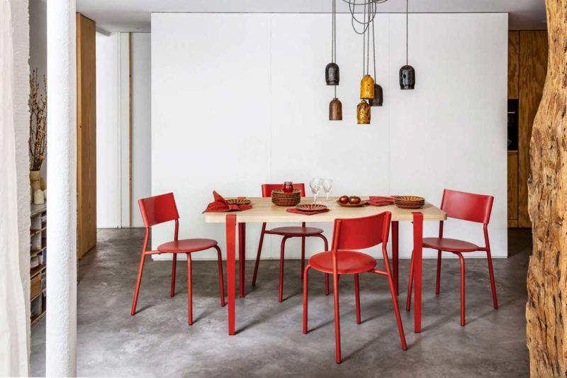 Table avec pieds modulables pour un style original