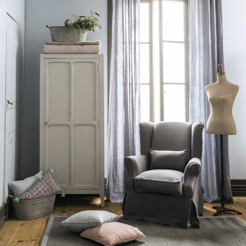 Armoire parisienne avec une porte