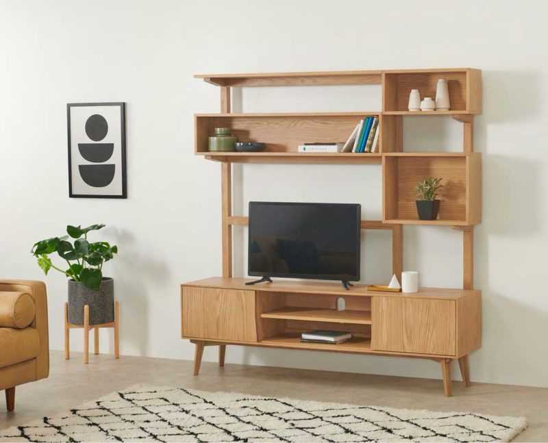 Bibliothèque avec espace pour poser une télé