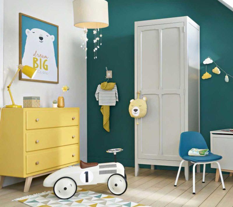 Chambre d'enfant avec armoire parisienne
