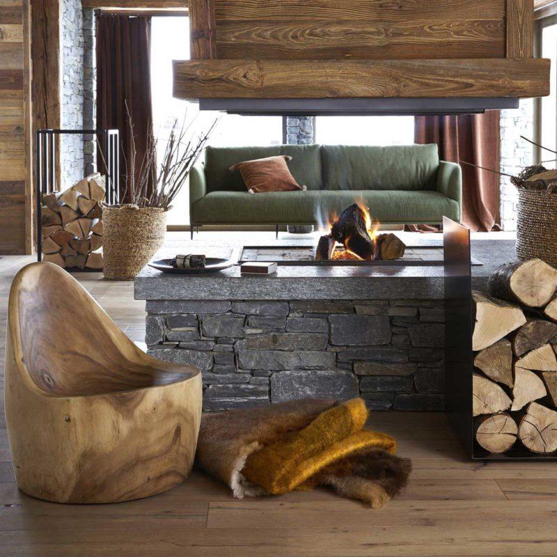 Fauteuil original sculpté en bois massif