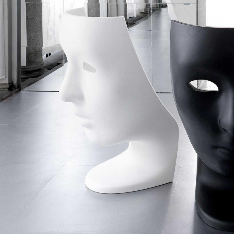 Fauteuil visage au design atypique