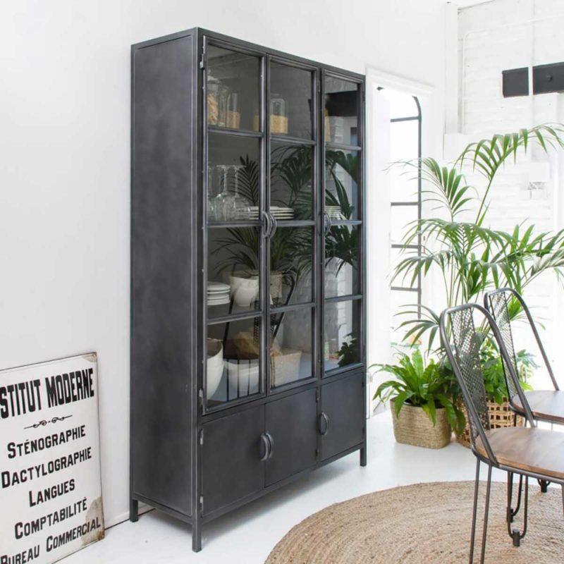 Grand vaisselier industriel avec portes vitrées