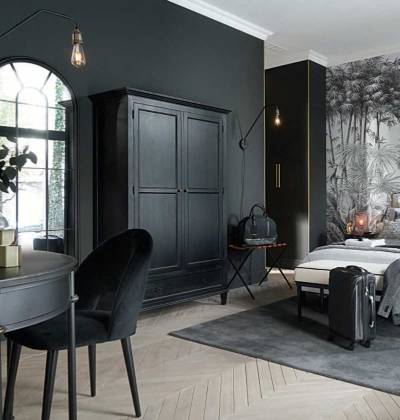Grande armoire parisienne noire