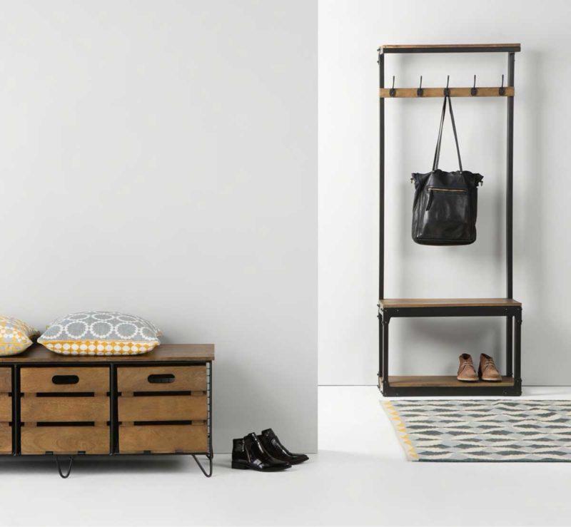 Petit meuble avec portemanteau banc et espace pour chaussures