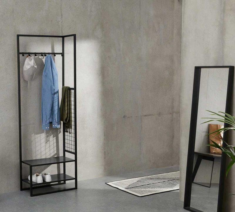 Petit meuble portemanteau en métal noir pour entrée