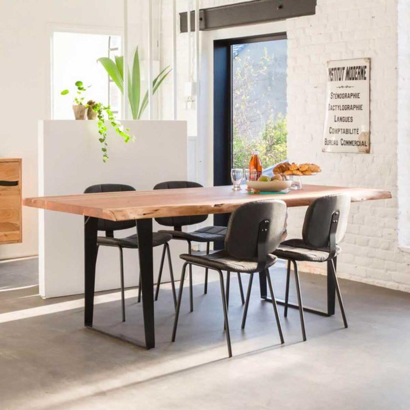 Table avec plateau en bois massif