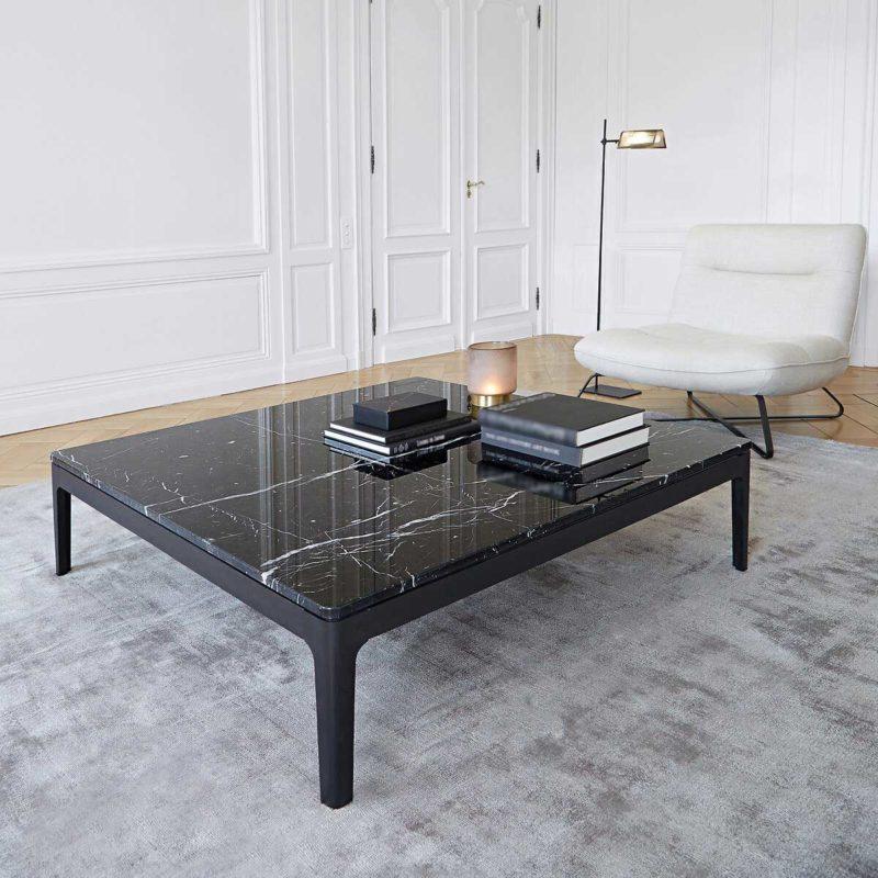 Table basse carree en marbre noir style contemporain