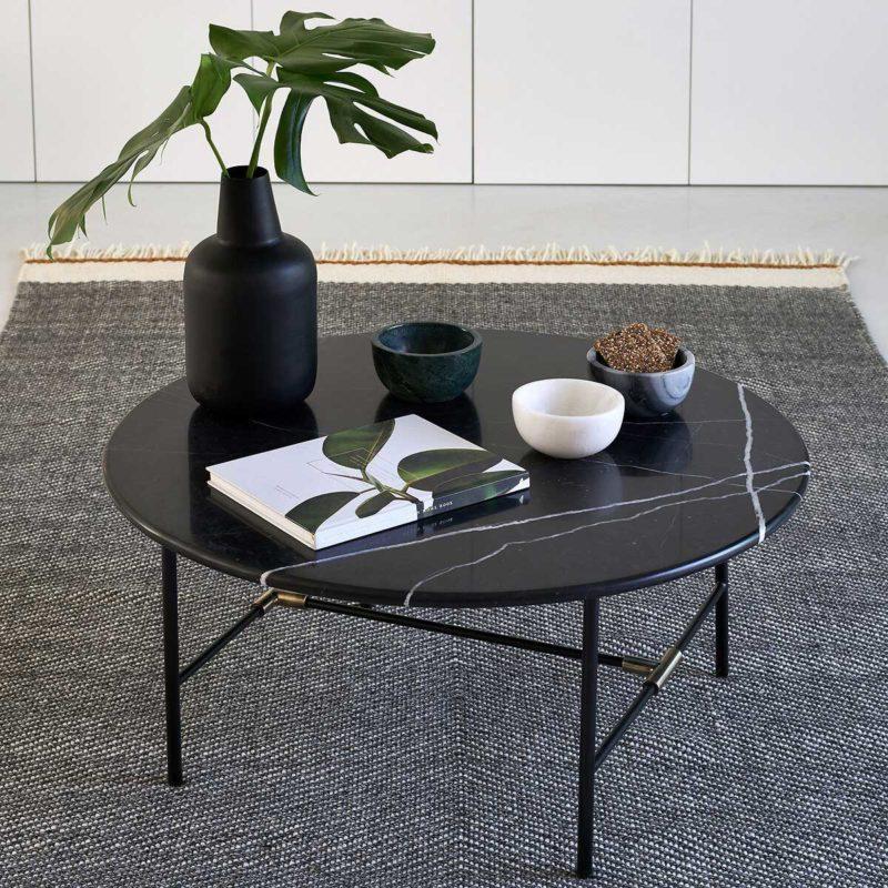 Table basse ronde en marbre noir