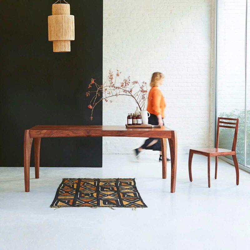 Table en palissandre massif pieds courbés