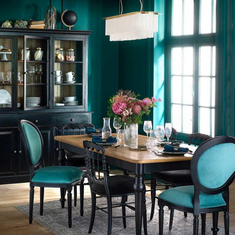 Table style classique plateau bois naturel et pieds noirs