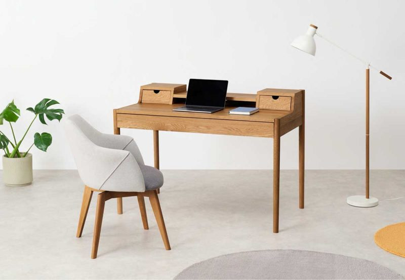 Bureau design en chêne avec tiroirs