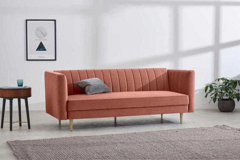 Canapé rose en velours avec pieds laiton