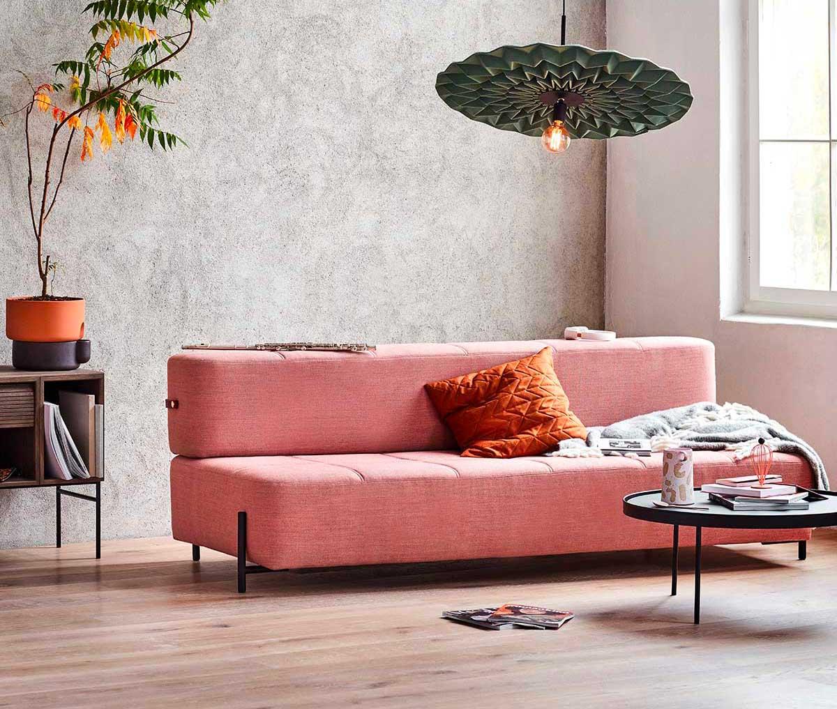 Canapé rose : 19 inspirations pour un salon vitaminé
