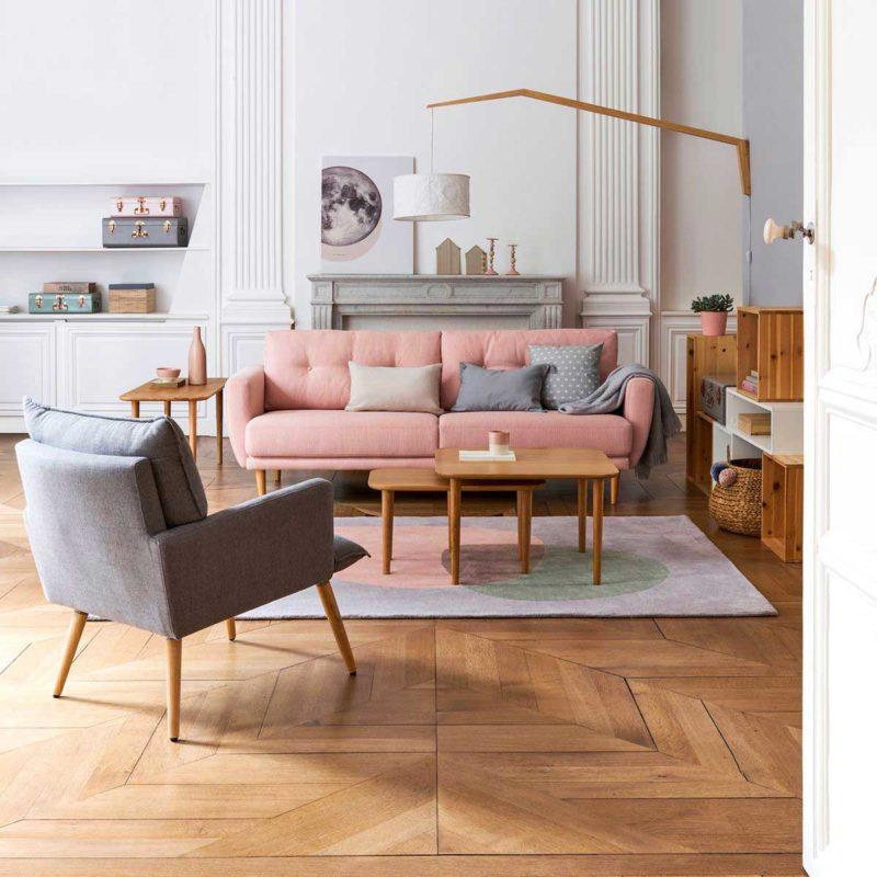 Canapé rose pastel avec pieds bois