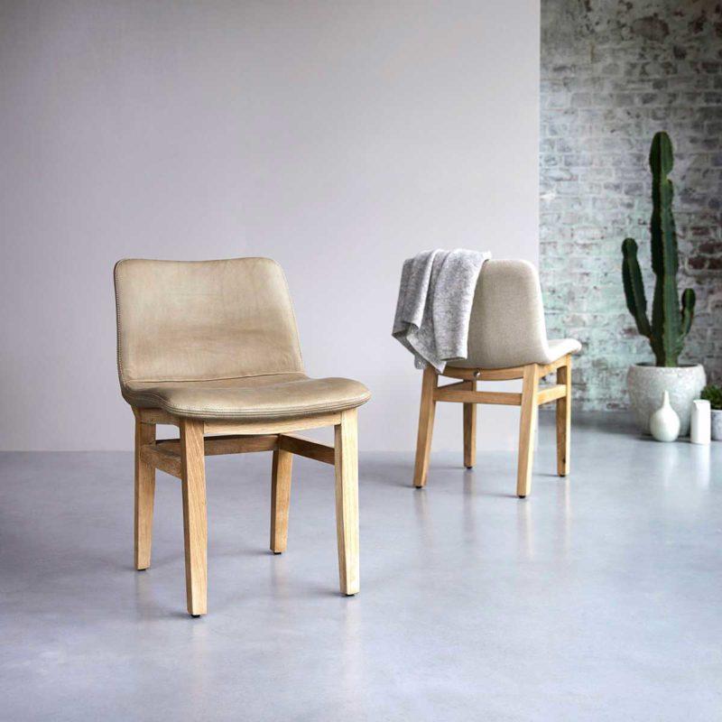 Chaise en cuir et bois