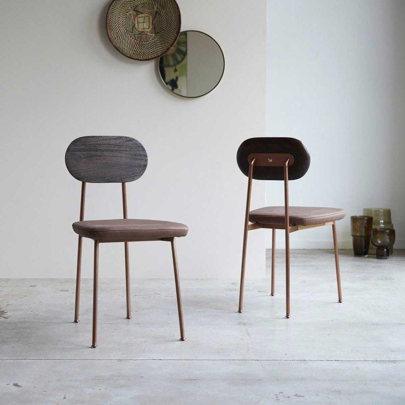 Chaise avec dossier bois et assise en cuir