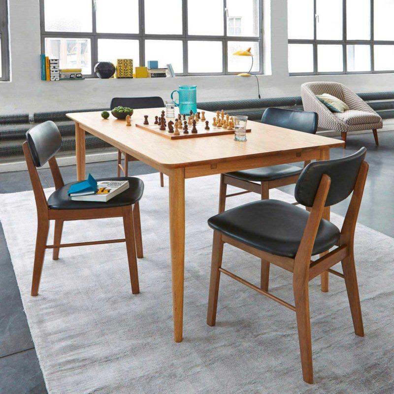 Chaise style vintage en bois avec assise et dossier en simili cuir