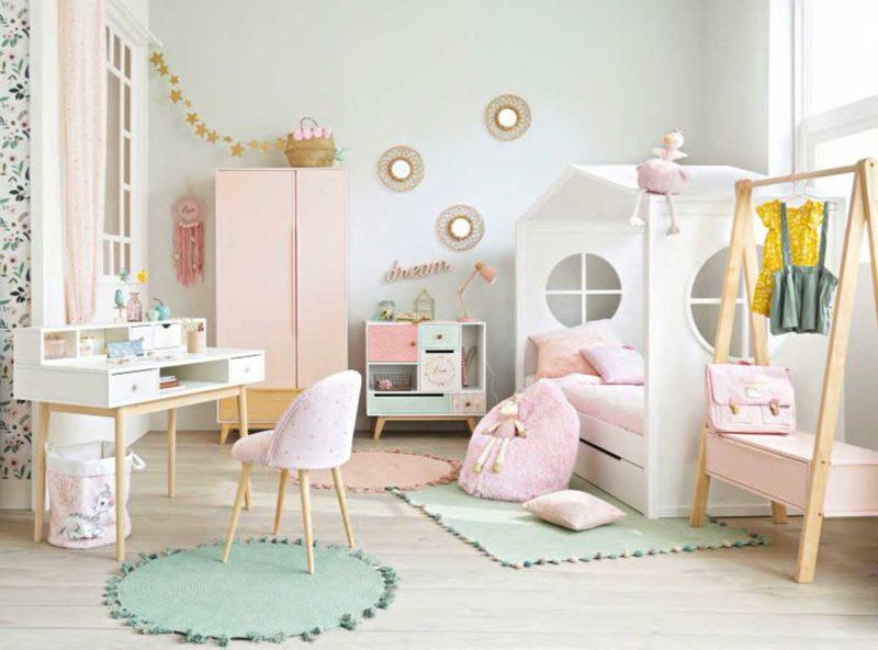 Chambre de fille avec lit cabane