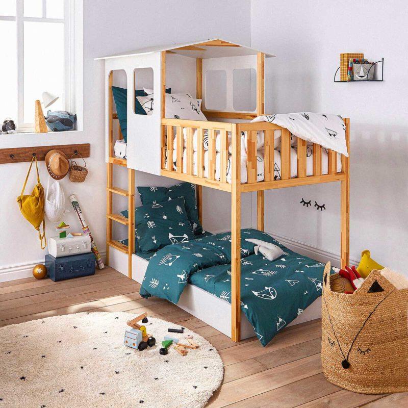 Chambre avec lit superposé cabane blanc et bois