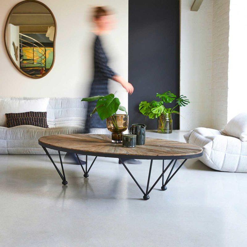 Grande table basse ovale avec plateau style parquet