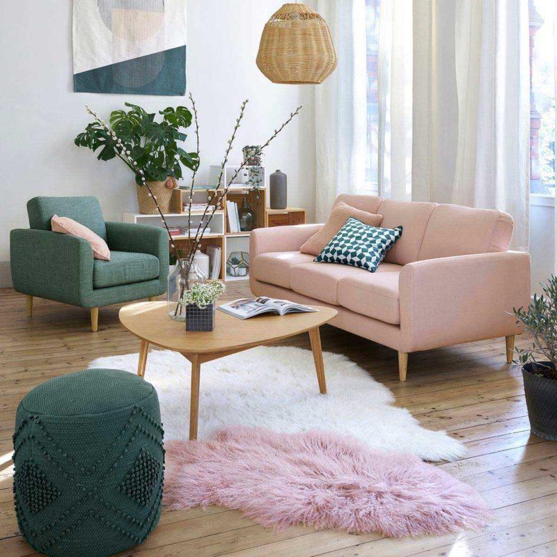 Salon avec canapé rose poudré style scandinave