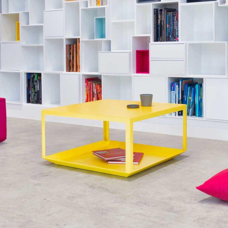 Table basse design jaune en métal