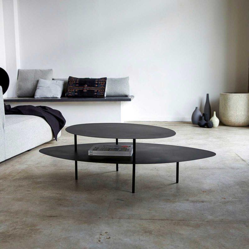 Table basse en métal au design contemporain