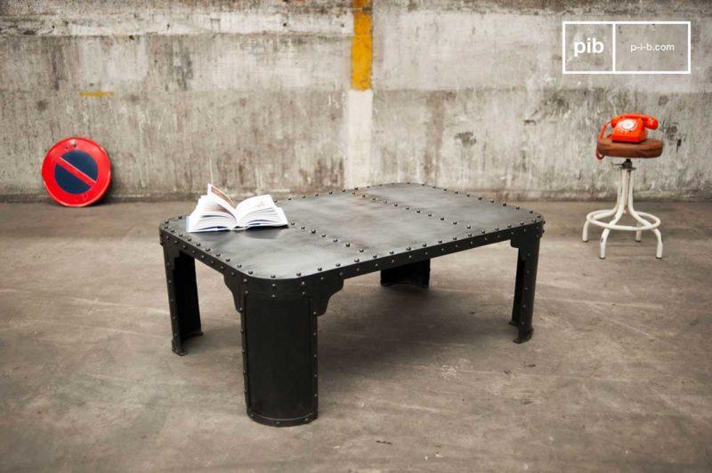 Table basse industriel en métal à rivets