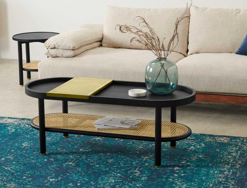 Table basse oblongue noire avec cannage