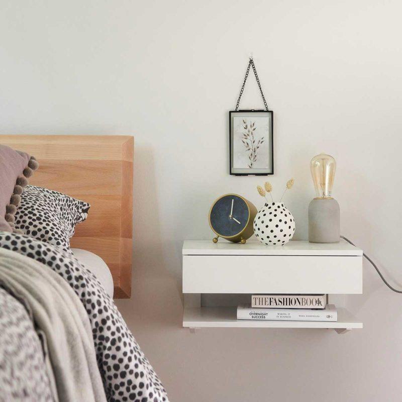 Table de nuit suspendue blanche avec tiroir