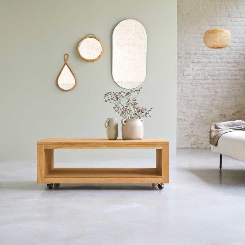 Table rectangulaire à roulettes en chêne massif pour le salon