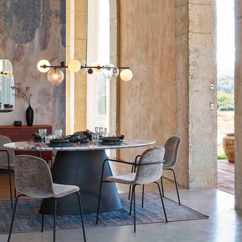 Table en marbre avec plateau oval