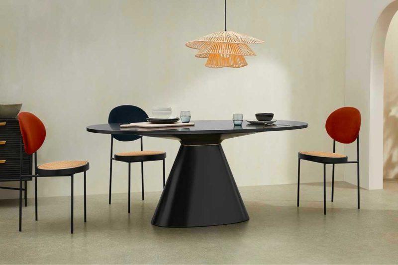 Table ovale design avec pied central