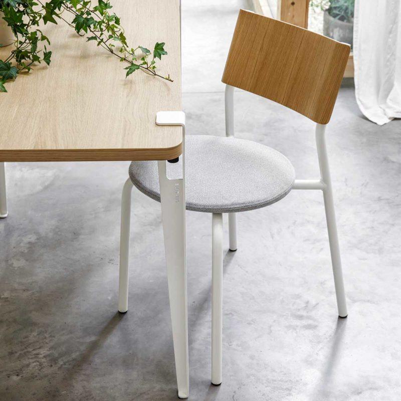 Chaise avec assise en tissu recyclé