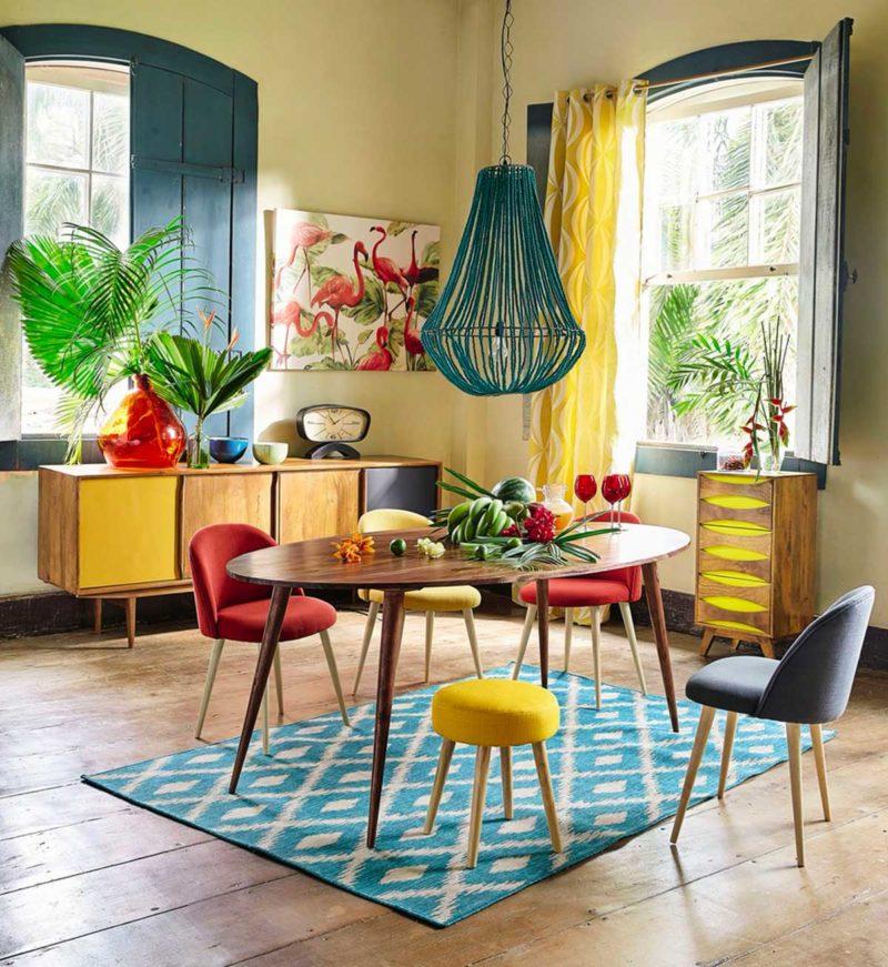 Chaises colorées en tissu
