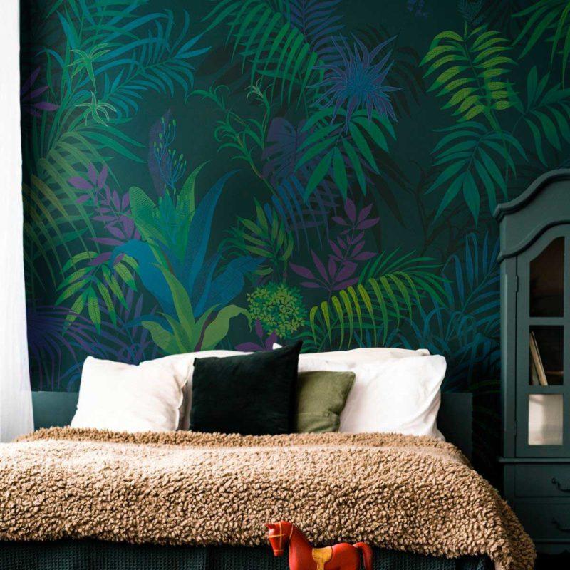 Chambre décoré avec un mur esprit jungle