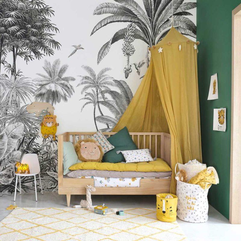 Chambre d'enfant avec papier peint panoramique jungle